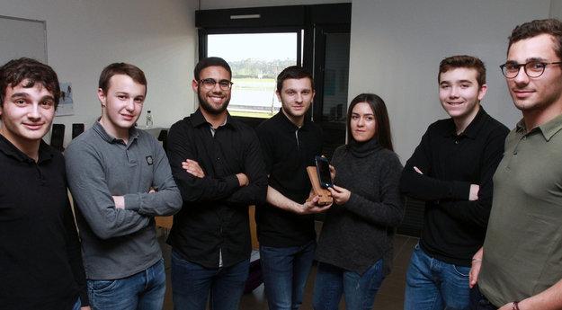 Antone EIDEL, Ludovick DUPEUX, Omar BOUFARKIH, Sébastien MELA, Océane ANCILLON, Keryan SOUDIER et Julien COMBES (de gauche à droite )