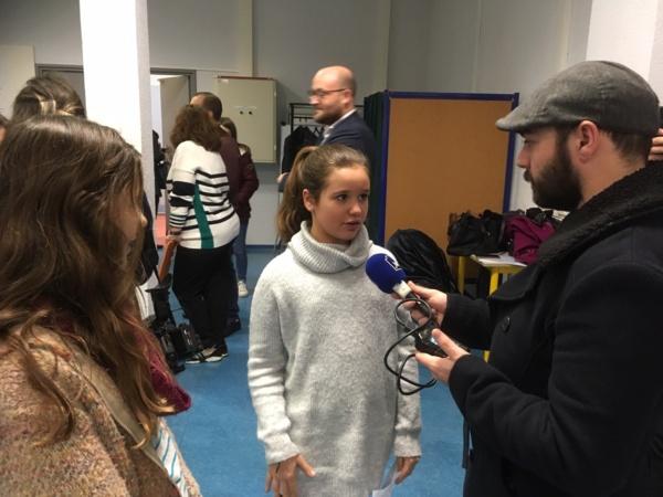 Les élèves sont interviewés  par un journaliste !